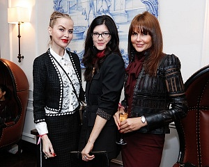 Barbara Regna, Katherine Parr, Laura Nicklas ©BFA